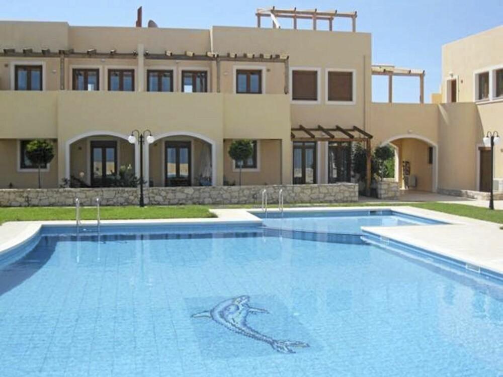 TIL SALGS PÅ KRETA: Feriebolig med svømmebasseng og havutsikt på Kreta kan bli din for cirka 1.2 millioner kroner.