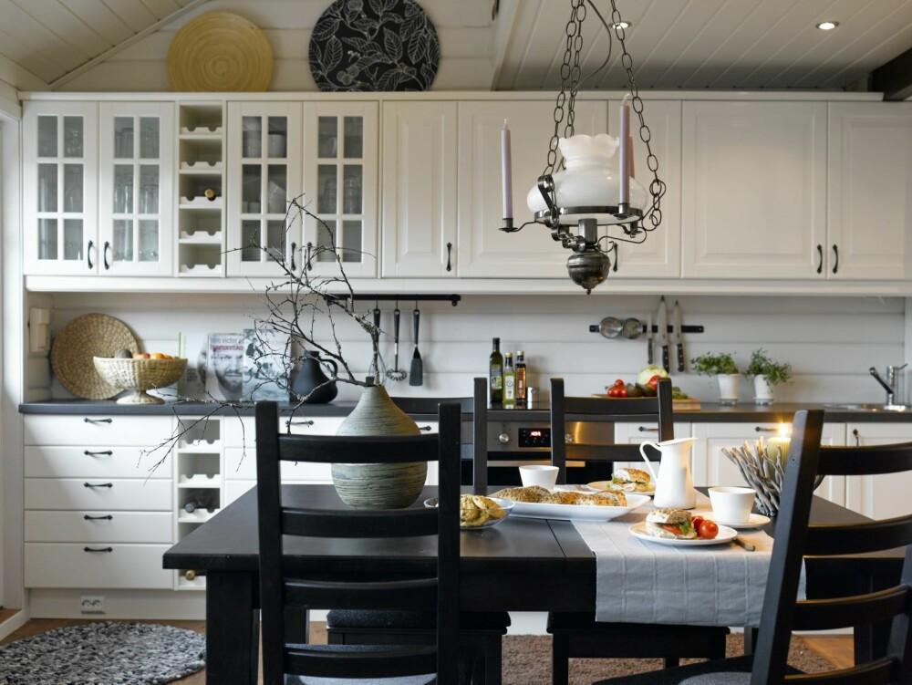 ÅPENT OG LUFTIG: Det nye, luftige kjøkkenet gir god plass til matlaging.