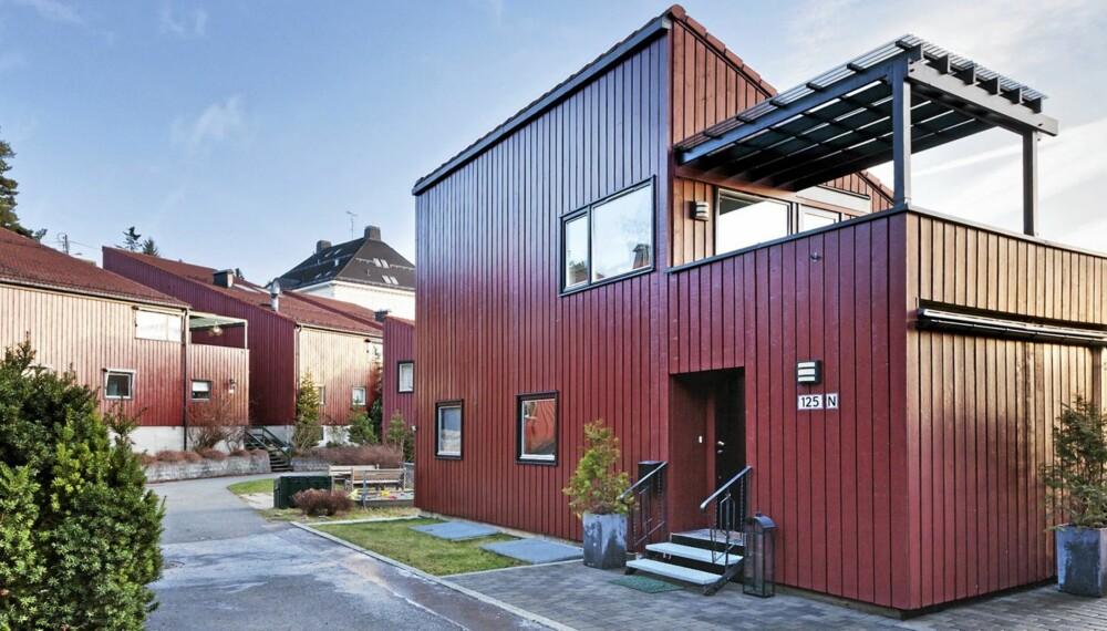 POPULÆRE OBJEKTER: Dette rekkehuset i Holmenkollen i Oslo ligger i øyeblikket ute til salgs for 6 590 000 kroner. Primærrom 158 kvadratmeter.