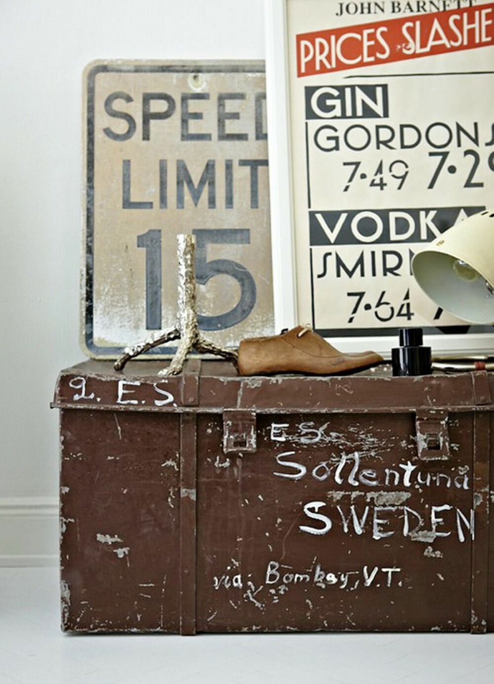 NOSTALGISK OPPBEVARING: En gammel kiste er både funksjonell og dekorativ.