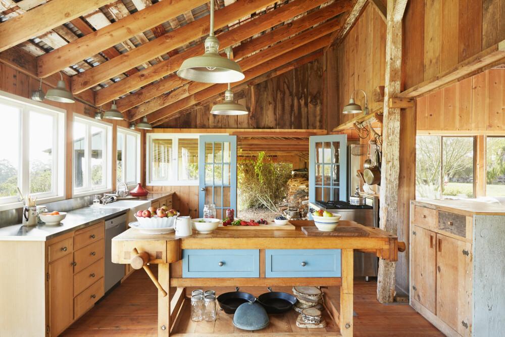 HELTRE: Vi innreder gjerne med heltre på vegger, gulv, tak og møbler, opplyser Marianne de Bourg, interiørdesigner og redaktør i Idemagasinet.no.