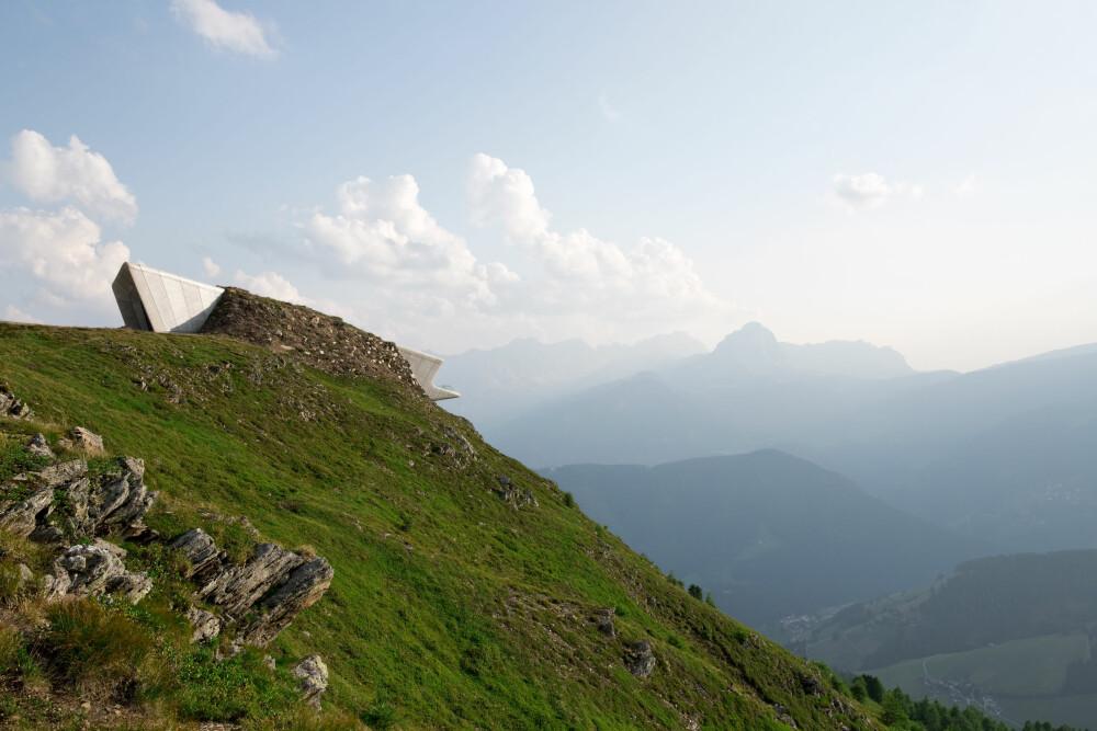 SPEKTAKULÆRT: Messner Mountain Museum ligger på en fjelltopp, drøye 2000 meter over havet.