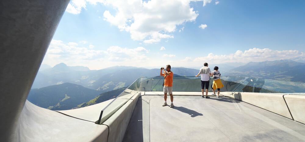 VIDSYN: Reinhold Messner er en av verdens mest meritterte klatrere. Han har anlagt seks museer, alle viet klatresporten. Dette ligger i Corones i den italienske delen av Alpene.