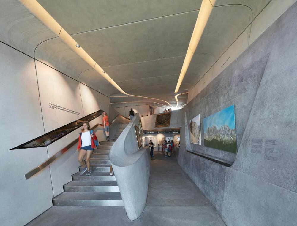 INN I FJELLET: Museet er på 1000 kvadratmeter, men for å redusere fotavtrykket mest mulig, er mye av museet lagt under jorden i nivåer.