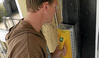 LAV VARME: Det blir kun 100 - 200 grader i malingfilmen før den kan skrapes av.