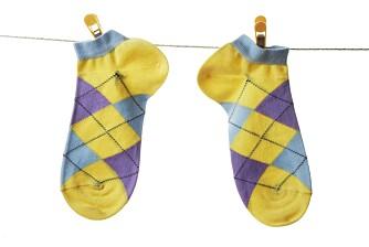 SOKKEMAS: - En farge på sokkene til hvert familiemedlem kan forenkle sorteringen og spare deg for masse tid, tipser husarbeidforsker Ingun Grimstad Klepp.