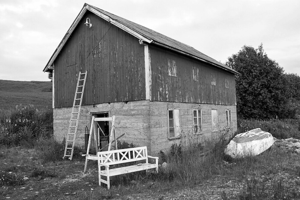 FØR: Slik så bøkkerverkstedet ut før familien Krangnes Edvardsen bestemte seg for å restaurere huset.