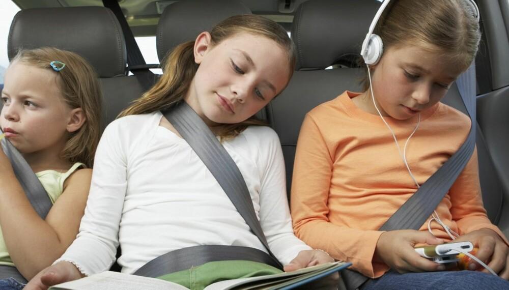 LEKER I BILEN: Tiden går fortere med disse aktivitetene for barn i bil.