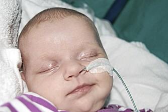 TILSYNELATENDE FRISK: Da Celine ble født, visste ingen at jenta hadde en hjertefeil.