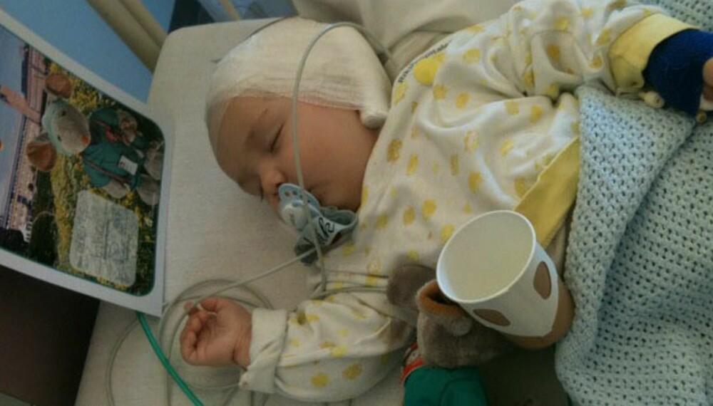 NYOPERERT: Lille Ludvik fikk operert inn implantat på begge ørene da han var 6,5 måneder.