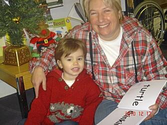 STOLT MAMMA: Jamie Johnson kom tilfeldigvis over en metode som kunne hjelpe baby-Frankie med å lære å lese.