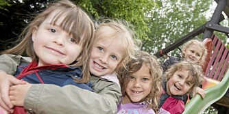 Viktige venner: Legg til rette for at barnet ditt kan få venner. Vennskap gjør barnet ditt sterkere rustet til å takle motgang.