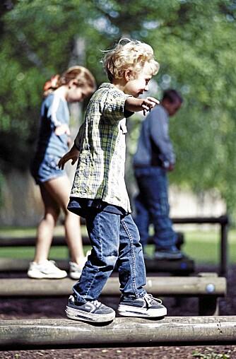 Aktivitet og samspill: Det er viktig for barn å kunne hoppe, klatre, huske og leke sammen med andre barn. Mestring i lek gjør barnet tryggere i møte med motgang senere.