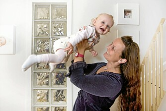 SER FRAMOVER: Mamma har et godt håp om at Ariels hofter en dag kan bli helt i orden.