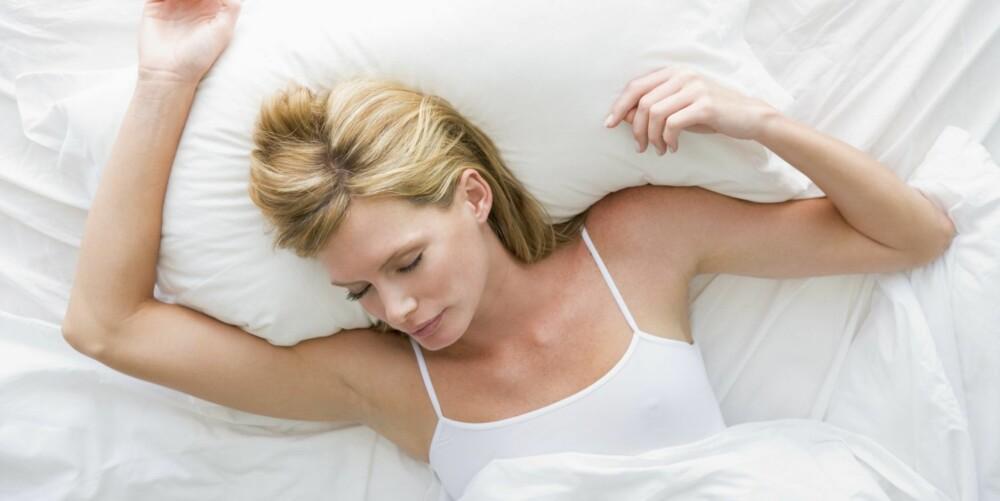 SOVE ALENE: Er du lei av å gå til sengs alene hver eneste kveld, fordi partneren din vil sitte oppe, kan det være greit å ta en prat. Inngå kompromisser, anbefaler samlivsrådgiveren.