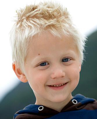 EN GLAD GUTT: Både Kevin og familien har fått et nytt liv etter at gutten fikk ta i bruk søvnhormonet melanin.