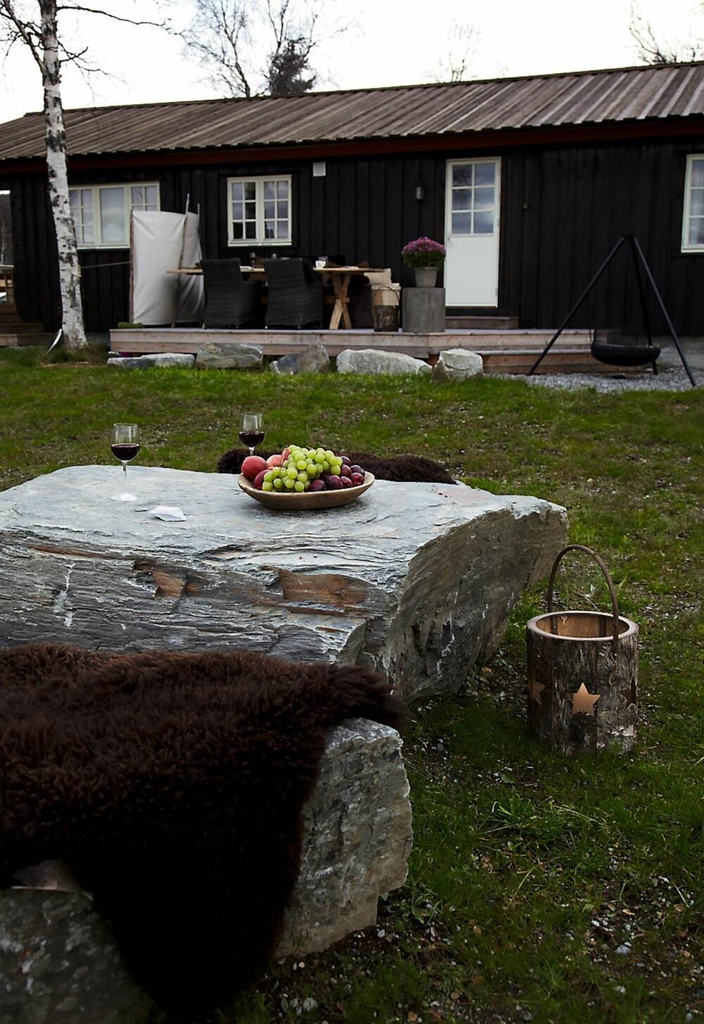RETT FRA NATUREN: Bruk naturens byggeklosser for å skape små sittegrupper i hagen