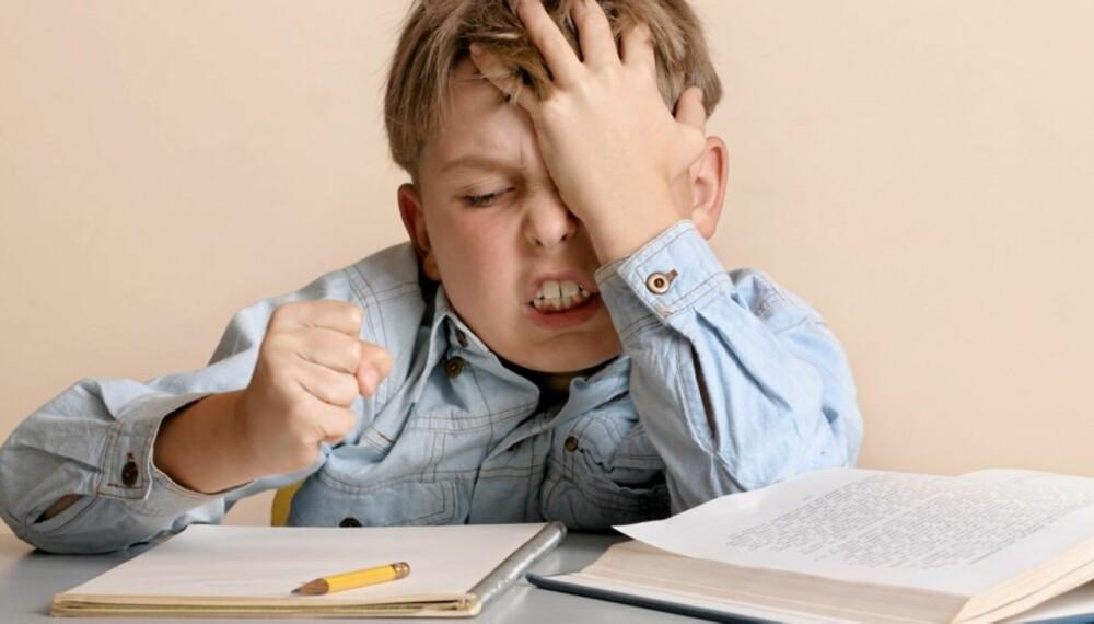 FRUSTRERENDE: Det kan vise seg at de minste barna har vanskelig for å forstå at de har gjort feil, og klarer derfor ikke å endre strategi og gjøre det riktig neste gang.