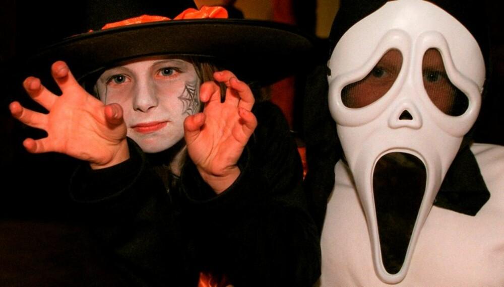 SIKKER FEIRING: Det er mange farer som lurer når barna skal feire Halloween. Vi gir deg tipsene til en sikker feiring.