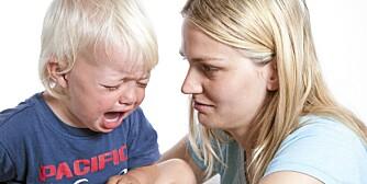 Det er ikke alltid like lett for foreldre å forklare for barnet sitt hvorfor de er nødt til å dele lekene sine med andre barn.