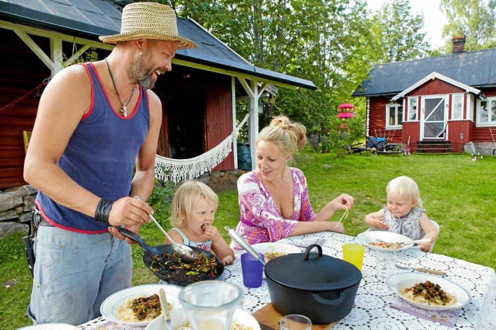 FAMILIEMIDDAG: - Faste rutiner er viktig for barna, mener Sølje.