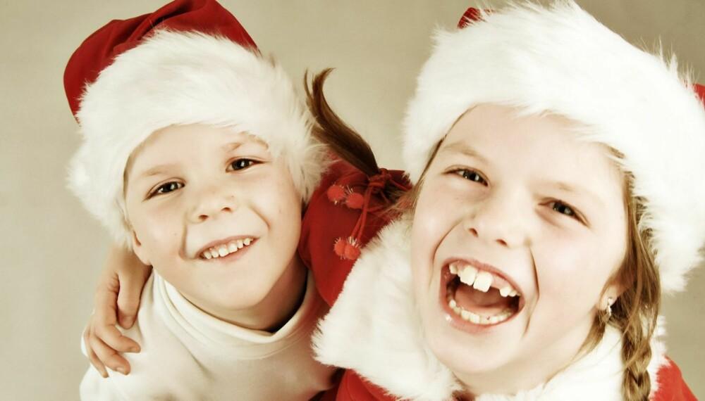 SMIIIIL: Barn beveger seg lynraskt, og det er ikke langt fra gråt til latter og omvendt. Håndholdt kamera, korte lukkertider og høy ISO-verdi er som regel naturlige valg når man skal fotografere barn. Mange kameraer har et action-program, gjerne markert med et eget symbol.
