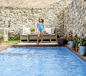 SVØMMEBASSENG: Det er strenge krav til sikring av permanenete svømmebasseng.