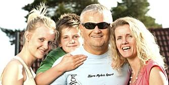 HUMØRSPREDER: Tore Henriksen (52) ble blind på den tiden da han møtte kona Eldbjørg. Barna Kristiane (18) og Håvard (14) har han aldri sett. Men ingenting stopper humørsprederen. Selv ikke å skulle sykle Birken i blinde.