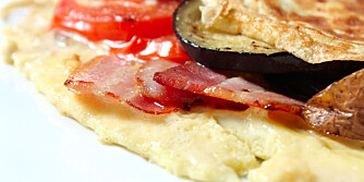 KVELDS: Omelett med bacon og grønnsaker fungerer som enten frokost, lunsj eller middag.