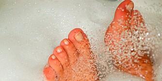 OPPMYKNING: Enhver fotbehandling bør starte med et deilig og varmt fotbad.
