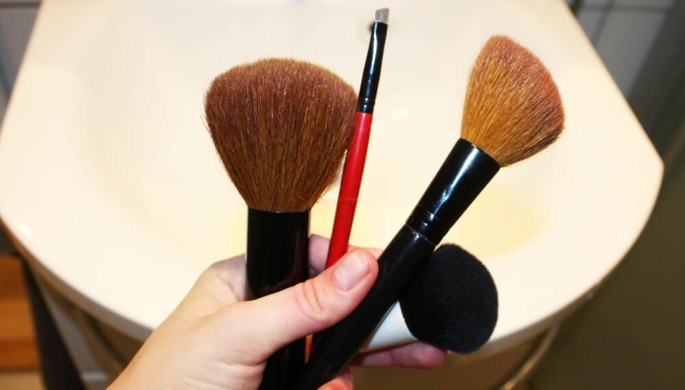 VIKTIGERE ENN DU TROR: Mange glemmer eller gidder ikke å vaske sminkekostene sine. Det kan få følger for huden din.