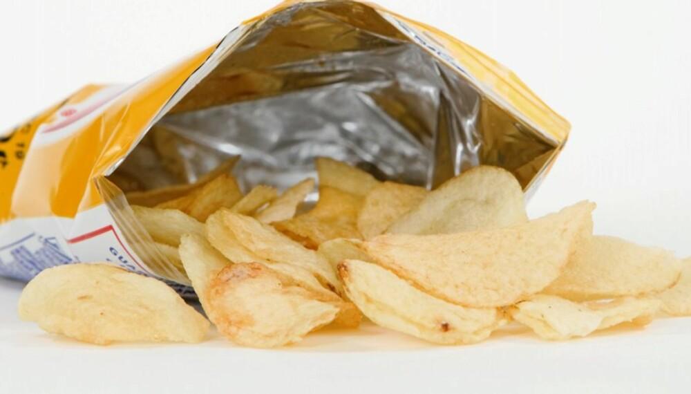 SAMMENHENG: Akrylamid, som blant annet finnes i potetgull, har vist seg å økt risikoen for flere krefttyper.