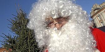 NISSE: Kanskje ble det litt varm for mannen som valgte å løpe maraton i julenissedrakt.