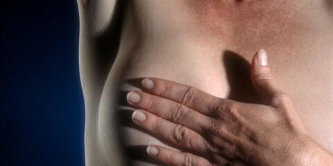 bevegelig kul i brystet