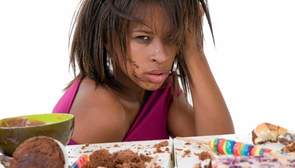 UBEHAGELIG METT: En tvangsspiser spiser svært raskt, spiser til hun eller han er ubehagelig mett og spiser uten å være sulten.