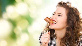 VELG RIKTIG: Hvis du velger mye fet mat, kan det være grunnen til at du føler deg sulten hele tiden.  Illustrasjonsfoto: Colourbox