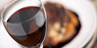 KALORIFELLE: Alkohol inneholder kalorier, får deg til å spise mer og reduserer forbrenningen.