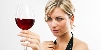 FOR MYE: Drikker du mer enn én alkoholenhet om dagen som kvinne, eller to som mann, har drikkingen din gått over fra å være trygg til helseskadelig.
