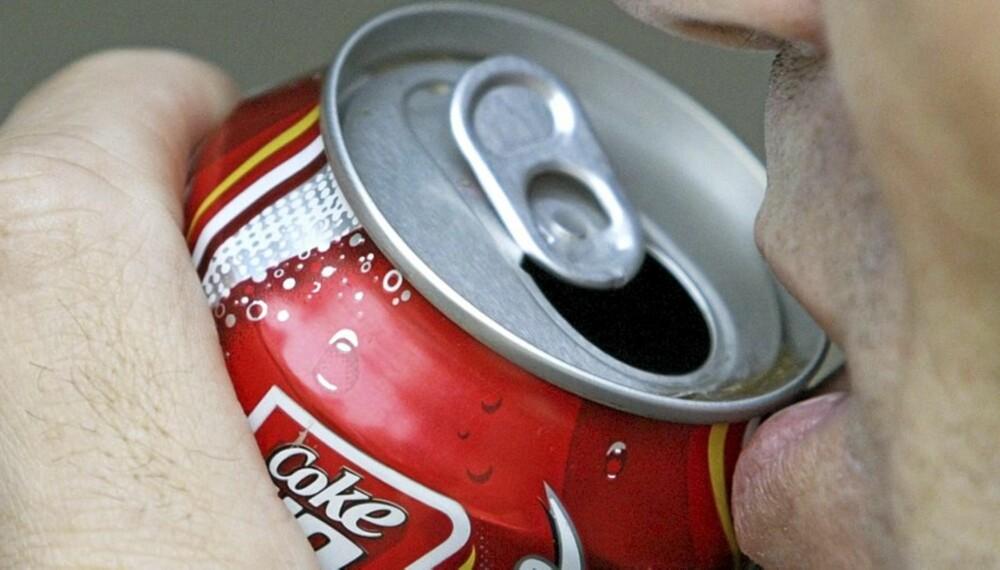 BEDRE ENN ØL: Selv om ikke Cola har noen dokumentert virkning er det bedre enn ingenting. Du trenger veske.