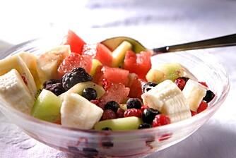 Prøv deilig fruktsalat med vaniljekesam til lunsj.