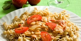 Røkt laks med basilikum, tomater og pasta anbefales.