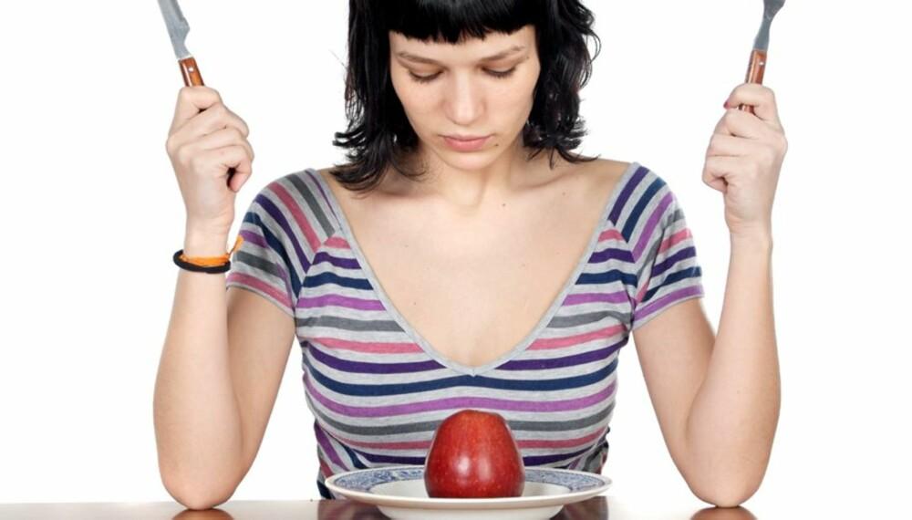 NØYSOMHET: Ikke sett all maten på bordet, begynn med grønnsaker og salat, lyder et slankeråd...