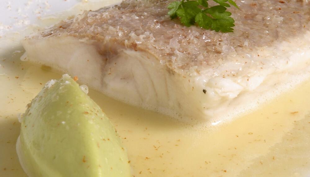 LAVKARBO: En lavkarbo middag kan bestå av havabbor, smørsaus og avokado.