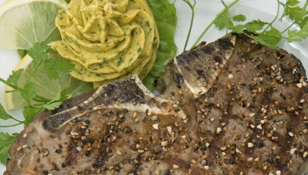 LAVKARBO: Middag med kotelett og kryddersmør.