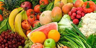 FEM OM DAGEN er anbefalingene fra myndighetene om hvor mye frukt og grønnsaker vi skal spiser daglig. En porsjon i fem om dagen tilsvarer 150 gram. Vi bør spise 2 porsjoner frukt og bær og 3 porsjoner grønnsaker inkludert poteter daglig.