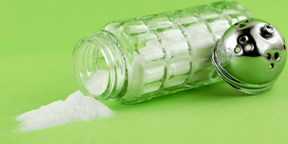 LITT MÅ TIL: I et vanlig norsk kosthold får vi i oss for mye salt, men det er ikke bra å kutte ut saltet helt heller. Det kan rett og slett være farlig.