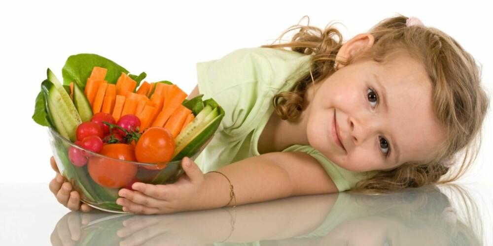 5 OM DAGEN: Både store og små bør spise mer frukt og grønt. Skjærer du opp godsakene øker inntaket.