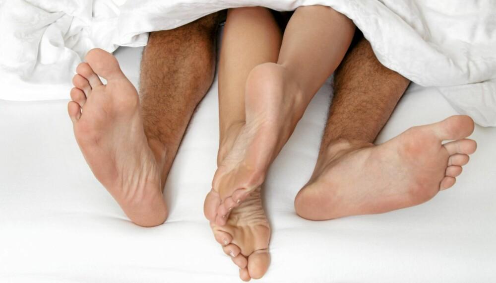 TÆRNE UTENFOR: Pass på å velge en dyne som er lang nok. Vi er nemlig lengre når vi ligger enn når vi står.