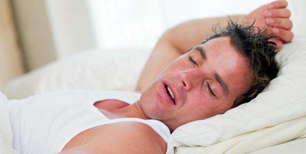 I POSE OG SEKK: Norske menn sover bedre enn norske kvinner, og har samtidig lavere sannsynlighet for å få høyt blodtrykk dersom de sover lite.