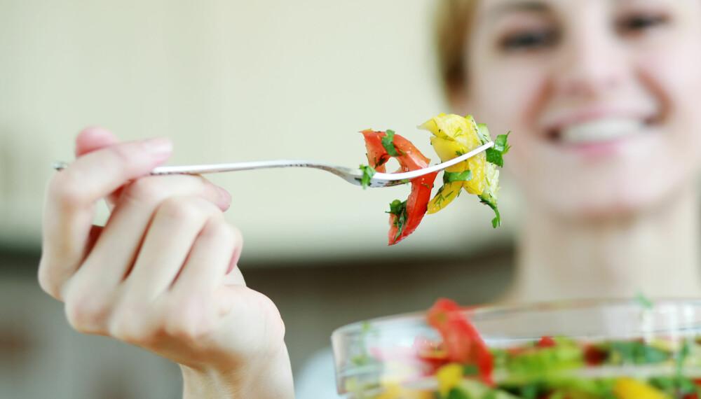 SUNT OG METTENDE: Salat er sunt og mettende, men kanskje ikke det du er mest fysen på om kvelden.